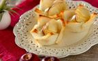 お花のかたちに心も躍る♪ リンゴとカマンベールの食パンカップ
