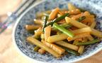 香りと食感を楽しむ、ジャガイモとニンニクの芽のオイスター炒め