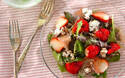 思わず写真に撮りたくなる! 春らしさ満載の、イチゴと生ハムのサラダ