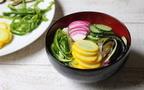 家にある調味料と和えるだけ! 辛くない「夏野菜の彩りビビンバ風」【今日の時短ごはん Vol.13】