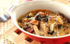 秋の味覚を楽しむオーブン料理、キノコとベーコンのチーズ焼き