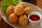 天ぷら粉と炒ったパン粉でサクサク食感が楽しめる 「揚げないコロッケ」