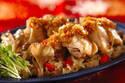 メインとご飯を同時に調理! 炊飯器でできる「蒸し鶏&炊き込みご飯」