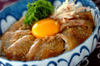 火を使わずに作れる、暑い日にもおすすめの一皿 「鯛のゴマダレ丼」