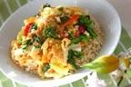 カリカリ梅がアクセント、香り高い「春野菜の卵とじ丼」