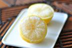 半分に切って冷凍するだけ! 冷凍レモンがツカえる!