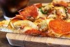 ピザの定番「ペパロニ」とは?サラミ・ソーセージ・チョリソーとの違い