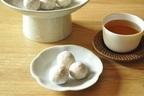温かいお茶が美味しく感じる季節に。簡単に作れる「セサミスノーボール」