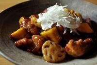 黒酢のコクでご飯がすすむ!新米にぴったりの秋のおかず「豚肉とサツマイモの黒酢酢豚」