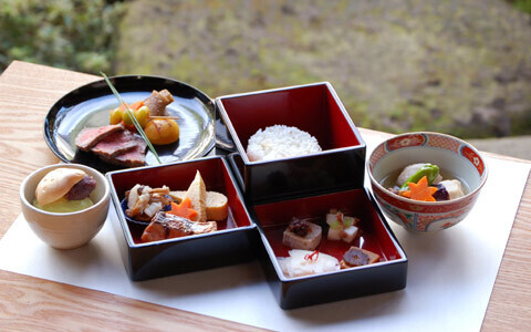 奈良で、美食と貴重な伝統工芸体験を