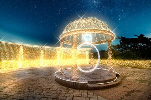 富士のレストランから望む絶景の中庭と10万球のLEDイルミネーション