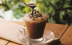 アイスココアに香り高いコーヒーゼリーとバニラアイスを添えて