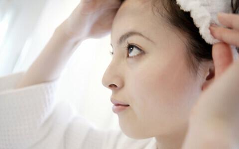 1日2回のアレで、顔のたるみを防ぐ簡単テクニックとは?