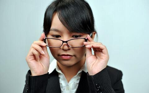 透明感のある目で目力を上げて、印象アップをねらう方法
