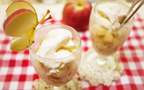 シナモン香るリッチなリンゴゼリー、アイスを添えて