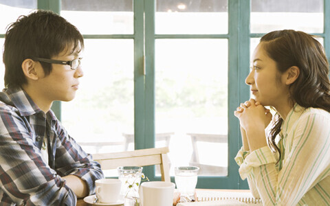 恋愛運を下げてしまう「鬱陶しい」と男性が思う質問6選【前編】