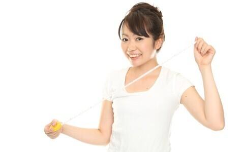 お腹をへこませたいなら 腹筋運動よりスクワット