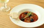簡単!ワインに合う秋レシピ 丸ごとサンマとオリーブのトマト煮込み