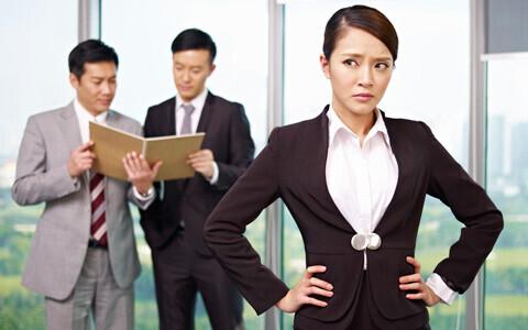 男性が引いている、職場での女子の言動って?