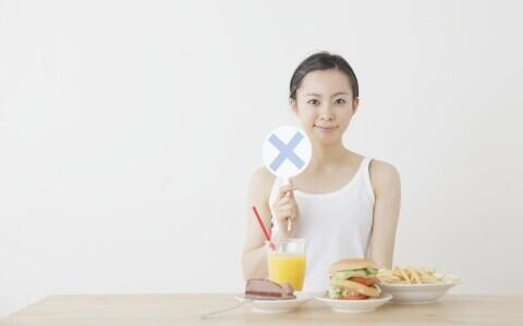朝食の定番のあの食品、夜食べる方が美容には効果的だった!?