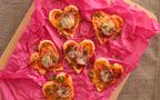 辛党な彼へのバレンタインに! 餃子の皮でつくる簡単・ハート型ピザ