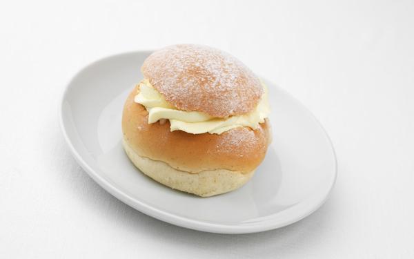 イケアの期間限定スイーツビュッフェが超お得! スウェーデン伝統菓子セムラを試してみて