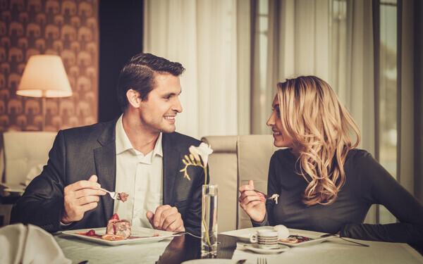 恋のチャンスが増える「二人きりごはん」に誘われる女性の共通点
