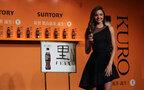 いまや世界中の女性の憧れ、トップモデルのミランダ・カーが「サントリー 黒烏龍茶」CMに登場
