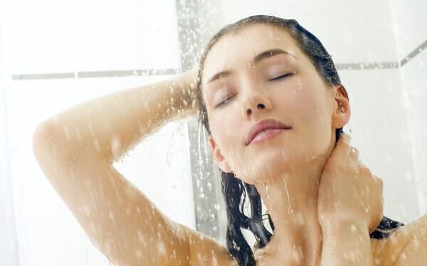 顔はシャワーで流しちゃダメ!? 知らずにやってた意外な美容のNG習慣
