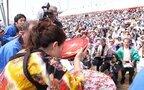 GWのお出かけ候補に。豪快すぎる! 何かと話題の高知県の奇祭「どろめ祭り」
