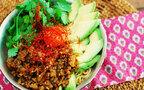 夏に食べたら止まらない! ピリ辛で絶品「キーマカレーまぜ麺」