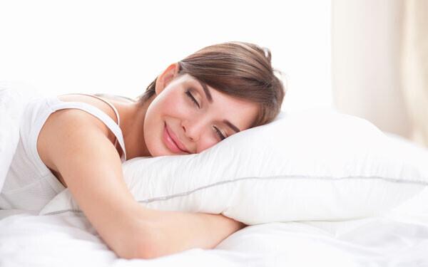 寝起きから疲れている人、必見! グッスリ眠れる枕の選び方3つ