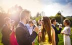 初対面でもこまらない会話ネタって? ひとりで参列する結婚式で楽しく過ごすコツ
