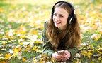 悲しい時に明るい曲を聴くのはNG? 音楽が人間にあたえる効果