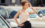 ポイントはカラーと場所⁉︎ 若づくりにならないための大人の肌見せファッションの掟