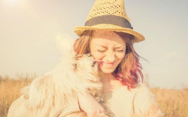愛犬と女性