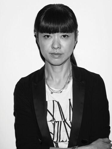 "MICHIRUさん【無人島に、何持っていく? プロが選ぶ  ""必要最低限コスメ"" Vol.3】"