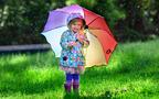 雨の日こそ子どもを教育するチャンス 五感を刺激する梅雨の過ごし方