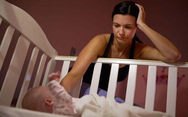 夜泣きに悩む母親