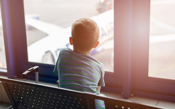 共働き小学生は夏休み祖父母宅へ? 航空会社別で見る1人フライトサービス