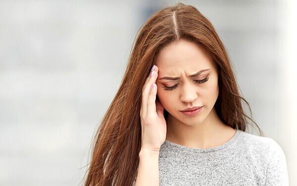 つらい片頭痛… 薬が飲めないときの緩和法とは?