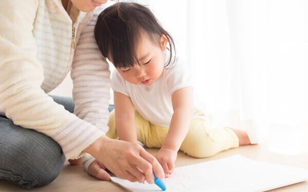 その一言が子どものプレッシャーになるかも…お絵かき好きに育てるコツ