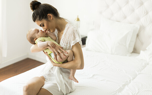 その産後太り、「授乳の姿勢」が原因かも!?