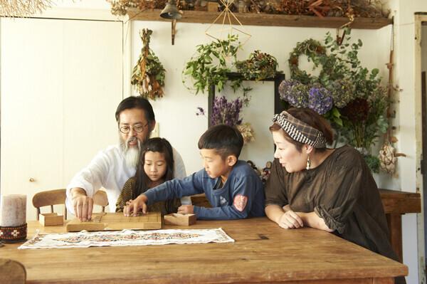 家族はチーム、「ごめんね」より「ありがとう」を 花生師 岡本典子さん家のインテリア #02