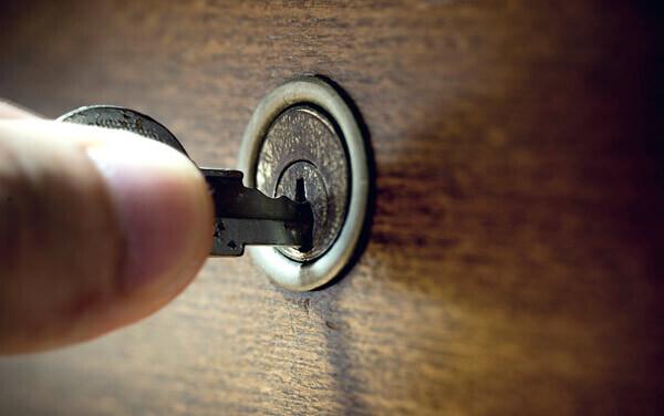 小学生に鍵を持たせる際の注意点。防犯のための我が家のルール【パパママの本音調査】  Vol.109