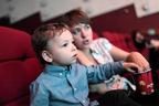 泣いても大丈夫! 子どもの映画館デビューに、役立つサービス&注意点とは