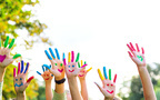カワウソと手つなぎ、名作レプリカにタッチ…子どもの「さわりたい!」大歓迎スポット3選
