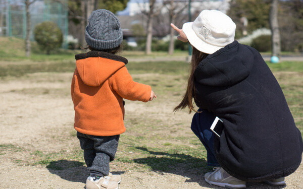 寒さに強いママになる! 育児あるあるシチュエーション別「防寒の最強裏技3選」