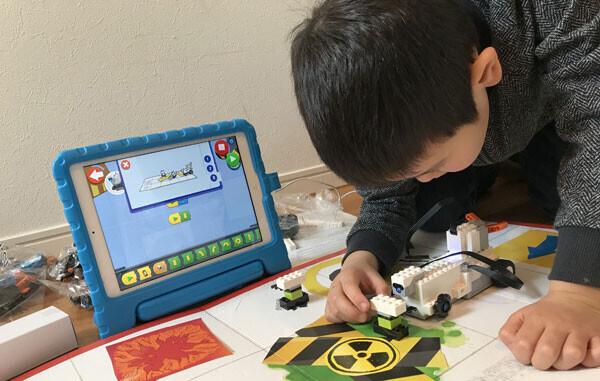 最新のレゴでプログラミングが学べる! この集中力、勉強でも生かせると良いな~