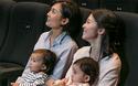 映画館は「行きづらい場所」? 赤ちゃんが泣いてもいい映画館の取り組みとは